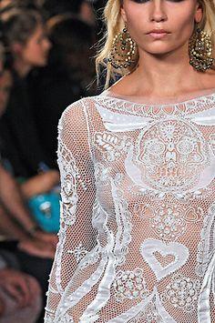 Emilio Pucci. Love lace