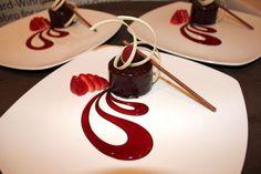 "Képtalálat a következőre: ""award winning plated desserts"" Köstliche Desserts, Plated Desserts, Delicious Desserts, Dessert Recipes, Winter Desserts, Christmas Desserts, Food Plating Techniques, Weight Watcher Desserts, French Desserts"