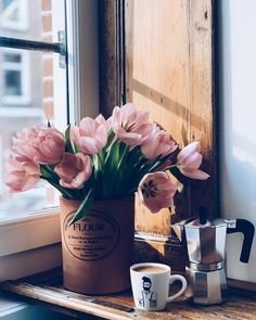 the light. the tulips. the fresh cuppa ☕️ Oscars ready! Which movie are you rooting for? Coffee And Books, I Love Coffee, Good Morning Coffee, Coffee Break, Momento Cafe, Coffee Brewing Methods, Pause Café, Coffee Photography, Food Photography