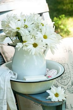 what we used to wash up with every evening at Grandma's....wash bowl and pitcher.  minus the daisy flowers of course!