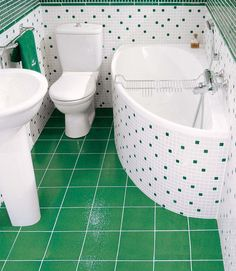 Základem konceptu Avocado pro malé koupelny je klozet, vana, umyvadlo. Vana 150x75 cm