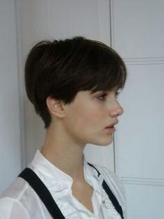 Lovely pixie cut, feminine short style