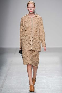 7fbf53a3568c Véronique Leroy Spring 2015 Ready-to-Wear - Collection - Gallery - Look 1