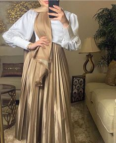 Hijab Fashion Summer, Modest Fashion Hijab, Modern Hijab Fashion, Muslim Women Fashion, Hijab Fashion Inspiration, Abaya Fashion, Hijab Chic, Casual Dress Outfits, Mode Outfits