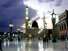 Madinah, which lies 447 kilometers north from the Holy Town of Makkah, may be the second holiest city in Islam. Medina acquired importance because the second holiest city due to the presence of the Prophet's Mosque known as the Masjid Al Nabawi Al Masjid An Nabawi, Masjid Al Haram, Beautiful Mosques, Most Beautiful Cities, Amazing Places, Illuminati, Medina Mosque, Leading Hotels, Famous Places