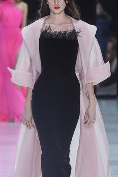 The devil in an angel's cloak. Pink Fashion, Fashion 2020, Runway Fashion, Fairytale Dress, Dapper Day, Fashion Details, Fashion Design, Ralph And Russo, Evening Dresses