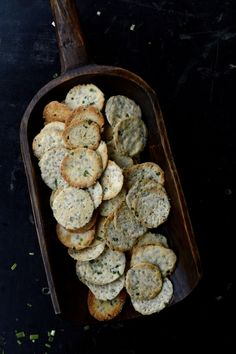 Homemade Scallion Sesame crackers are a healthy alternative to processed snacks that won't leave you wondering what the ingredients are in your snack! Yummy Snacks, Healthy Snacks, Asian Snacks, Asian Foods, Yummy Appetizers, Pizza Recipes, Vegetarian Recipes, Homemade Crackers, Vegan Crackers