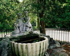 The Angel Fountain with its group of putti – little cupids playing with a fish. On view in Schönbrunn Palace Park. Palace Garden, Marie Antoinette, Things To Know, Austria, Touring, Places Ive Been, Fountain, Garden Sculpture, Sculptures