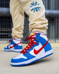 #hypebeast #sneakers #kicks #shoes #nike #adidas #yeezy #jordan #fashion #sneakersfemme #sneakershomme #unisex #streetwear #modestreetwear #modetendance #basketnikefemme #streetwearfashion #airmax #airforce #chaussures #chaussuresnike #chaussuresjordan #chaussuresretro #stockx #stockxsneaker Mode Streetwear, Streetwear Fashion, Nike Sb, Hypebeast Sneakers, Nike Skateboarding, Basket Nike, High Top Sneakers, Sneakers Nike, Jordan 1