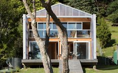 Villa gone rogue   Architecture Now Farmhouse Architecture, Sustainable Architecture, Boat Shed, Small Guest Rooms, Japanese Minimalism, Architect Drawing, Timber Beams, Best Insulation, Open Plan Living