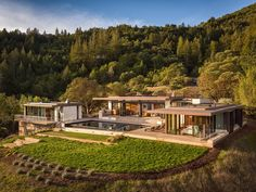 Located in Healdsburg, California, this contemporary private residence was designed in 2014 by John Maniscalco Architecture. Photography by Blake Marvin Visit John Maniscalco Architecture Residential Architecture, Architecture Design, Compound House, Dream House Exterior, Modern House Design, Exterior Design, Future House, Indoor Outdoor, Building A House