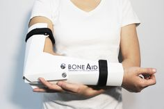 Never did I think that something as elementary as paper folding could see itself having medical applications. The Bone Aid is a simple flat-packed board with