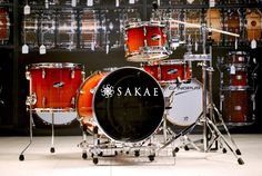 Sakae PAC-D Compact Drum Set w/ Hardware Sakae Drums made it possible for a compact drum kit to still maintain the same power and sound of those regular sized kits, yet it is very easy to carry and set up anywhere. The bass drum raiser is suitable for many different sizes of drums and it's height is adjustable. The huge drum sound generated by this small kit is suitable for any style of music. Purchase Here: http://www.drumcenternh.com/drums/drum-sets/sakae-pd-4sp-shell-pack.html