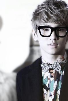 Key! Looks great with glasses doesn't he??? <3