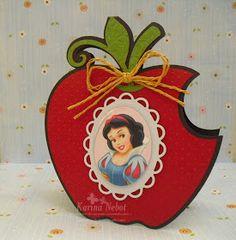 Buenos días!   Para hoy les muestro un   set de invitación y dulcero de Blanca Nieves.   La invitación, muy acorde,   es la manzana con un...
