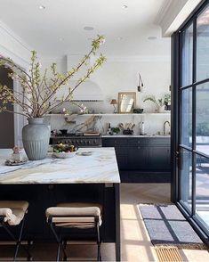 Home Interior Design .Home Interior Design Classic Kitchen, New Kitchen, Kitchen Decor, Kitchen Ideas, Kitchen Inspiration, Rustic Kitchen, Kitchen Layout, Kitchen Trends, Parisian Kitchen