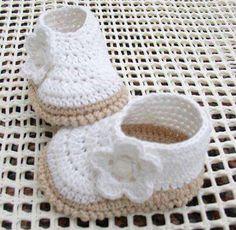 How to Crochet Cuffed Baby Booties - Crochet Ideas Crochet Baby Blanket Beginner, Baby Girl Crochet, Crochet Baby Shoes, Crochet Baby Clothes, Love Crochet, Crochet For Kids, Baby Knitting, Knit Crochet, Beautiful Crochet
