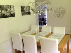 Dining table of oak, white chairs