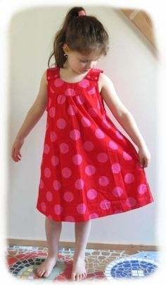 Sewing dress, instruction simple children's dress for girls Source by jakobabs Sewing Patterns Free, Free Sewing, Clothing Patterns, Dress Patterns, Pattern Sewing, Kids Patterns, Little Girl Dresses, Girls Dresses, Summer Dresses