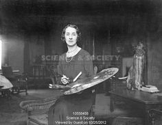 King and Queen give private sitting to young Welsh artist in her London studio - 28-November-1932