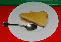 Tarta de Queso  -con base de pasta flora- cubierta con Mermelada de Albaricoque.     ;  )