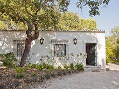 Beautiful, small cottage style home with stunning interior design. My Cottage For A Horse By: SA&V - SAARANHA&VASCONCELOS