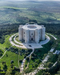 "Casrel del Monte regio Apulie Italy Castel del Monte (Italian for ""Castle of the Mountain""; Barese: Castídde d'u Monte) is a Beautiful Castles, Beautiful Buildings, Beautiful Places, Chateau Medieval, Medieval Castle, Castel Del Monte, Places To Travel, Places To See, Château Fort"