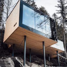 16 Awesome Modern Shipping Container Home Design Ideas - futurisme Contemporary Architecture, Amazing Architecture, Architecture Design, Miramonti Boutique Hotel, House On Stilts, Hillside House, Cliff House, Container House Design, Container Houses