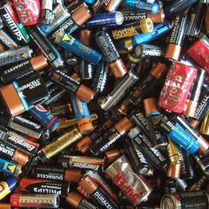 Where to Recycle Them: 19 Things You Should Never, Ever Throw In the Trash! This list should be posted and shared everywhere! Galvanic Cell, Where To Recycle, Battery Recycling, Aquaponics System, Aquaponics Plants, Lead Acid Battery, Lifehacks, Skin Whitening, Electrical Energy