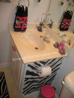Home sweet home on pinterest zebra bathroom interior for Zebra and red bathroom ideas