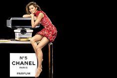 Рождественская рекламная кампания Chanel №5 2015 с Жизель Бюндхен.