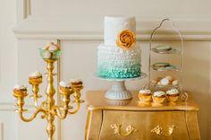 Uma obra de arte comestível & Decor azul e dourada