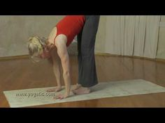 Yoga can bring knee pain relief – or can cause knee pain! If you have knee problems, here's the best advice and video for relief. Namaste Yoga, Yin Yoga, Physical Fitness, Yoga Fitness, Runners Knee Pain, Yoga For Knees, Sports Knee Brace, Sore Knees, Knee Pain Exercises
