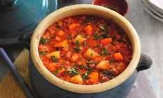 Slimming World's tomato, lentil and vegetable soup makes a filling chunky soup made with curry spices and ginger. It's so easy to make, ready in just 30 minutes Ingredients low calorie cooking spray 1 onion, peeled and finely Vegetarian Recipes, Cooking Recipes, Healthy Recipes, Lentil Recipes, Healthy Soups, Free Recipes, Easy Recipes, Vegetable Soup Crock Pot, Tomato Vegetable