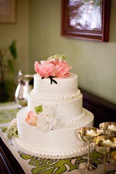 beautiful three tier wedding cake