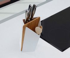 Keep all your cutlery in one place by using the Forminimal Utensil Holder & Board.
