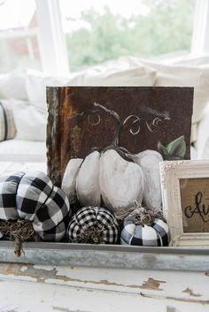 LOVE THE PUMPKIN PAINTING15 Lovely Farmhouse Style Fall Decor Ideas