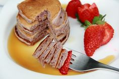 { Little Accidents in the Kitchen }: Strawberry pancakes