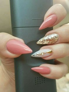 The almond nail is a beautiful shape that is currently trending, and for good reason! We don't think this will just be a phase though; almond nails are here to stay because they are just that good looking.