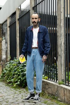 Style up a simple jeans and t-shirt look with Vans and a vintage Harrington jacket, it's a classic. Fashion Images, Look Fashion, 90s Fashion, Street Fashion, Fashion Outfits, Street Look, Street Wear, Best Mens Fashion, Mode Style