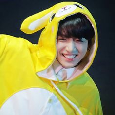 "2,914 curtidas, 30 comentários - BTS 정국♡ (@jeonero) no Instagram: ""I still can't get over Jungkook's yellow onesie he's just so adorable my heart can't take every…"""