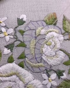 "1,452 Me gusta, 10 comentarios - @embroidery.video en Instagram: ""@victoriabrodsky #handmade #embroidery #embroideryart #embroiderydesign #tutorial #handembroidery…"" Embroidery Designs, Rose Embroidery, Hand Embroidery Stitches, Hand Embroidery Tutorial, Rose Tutorial, Simple Rose, Embroidered Flowers, Instagram, Throw Pillows"