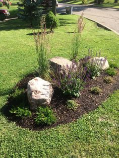 awesome backyard garden landscaping ideas that looks amazing and tips on a budget Cheap Landscaping Ideas, Landscaping With Boulders, Home Landscaping, Front Yard Landscaping, Backyard Ideas, Hydrangea Landscaping, Natural Landscaping, Backyard Designs, Modern Backyard