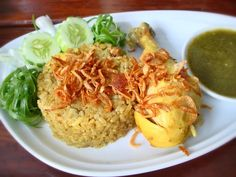 Thai Chicken Biryani (Khao Mok Gai, in Thai language) is a dish of yellow rice and chicken, full of the fragrant of spices and deep fried onions which providing the perfect meal. Thai Recipes, Rice Recipes, Indian Food Recipes, Asian Recipes, Indian Chicken, Thai Chicken, Rice Menu, Thai Dipping Sauce, Best Rice Recipe