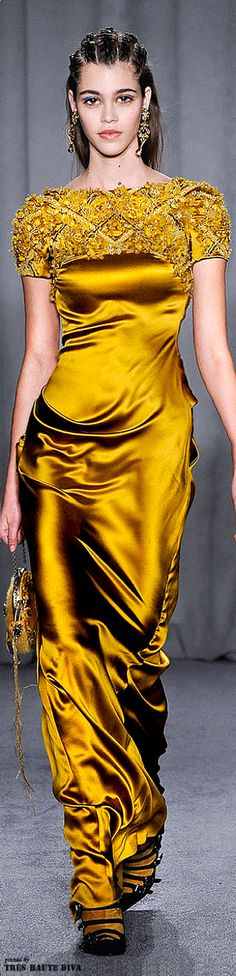 ♕Simply divine #couture ∗ glitz ∗ fashion ∗ yellow ~ dress ~ Marchesa Fall/Winter 2014-15 No te pierdas nuestras novedades y visítanos https://www.facebook.com/pages/EXPONLINE/141220162699654