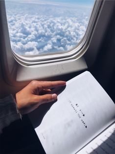 Airplane window, airplane view, places to go, places to travel, plane photo Sky Aesthetic, Travel Aesthetic, Aesthetic Photo, Aesthetic Pictures, Airplane Window, Airplane View, Plane Window View, Airplane Photography, Travel Photography
