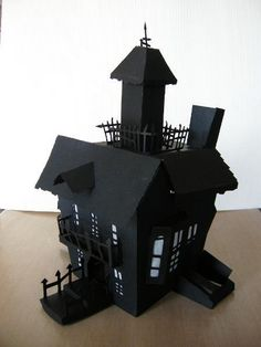 Makes me wish I had a cricut machine. If you have a cricut paper cutting machine, you can find this house on the Happy Hauntings cartridge Haunted House Props, Halloween Haunted Houses, Halloween House, Scary Halloween, Fall Halloween, Happy Halloween, Halloween Paper Crafts, Halloween Projects, Halloween Decorations