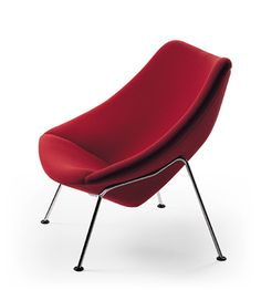 The easy chair of the sixties, designed by Pierre Paulin. The chromed metal base is so minimalist that the wooden seating shell seems to float. All over the world, this chair decorated, and still decorates, the living areas of Artifort fans with a feeling for style. The Oyster was in the Artifort collection until 1979 and by request Artifort brought it back into the collection in 1999.