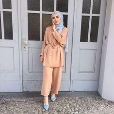 Modern Hijab Fashion, Street Hijab Fashion, Islamic Fashion, Abaya Fashion, Muslim Fashion, Fashion Dresses, Hijab Style Dress, Hijab Outfit, Hijab Office