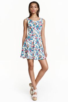 Sleeveless dress in jersey. Seam at waist, low-cut neckline at back, and a circle skirt. Budget Fashion, Kids Fashion, H&m Online, New Wardrobe, Floral, Fashion Online, Style Inspiration, Summer Dresses, Elegant